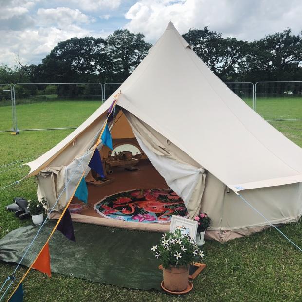 Make up tent